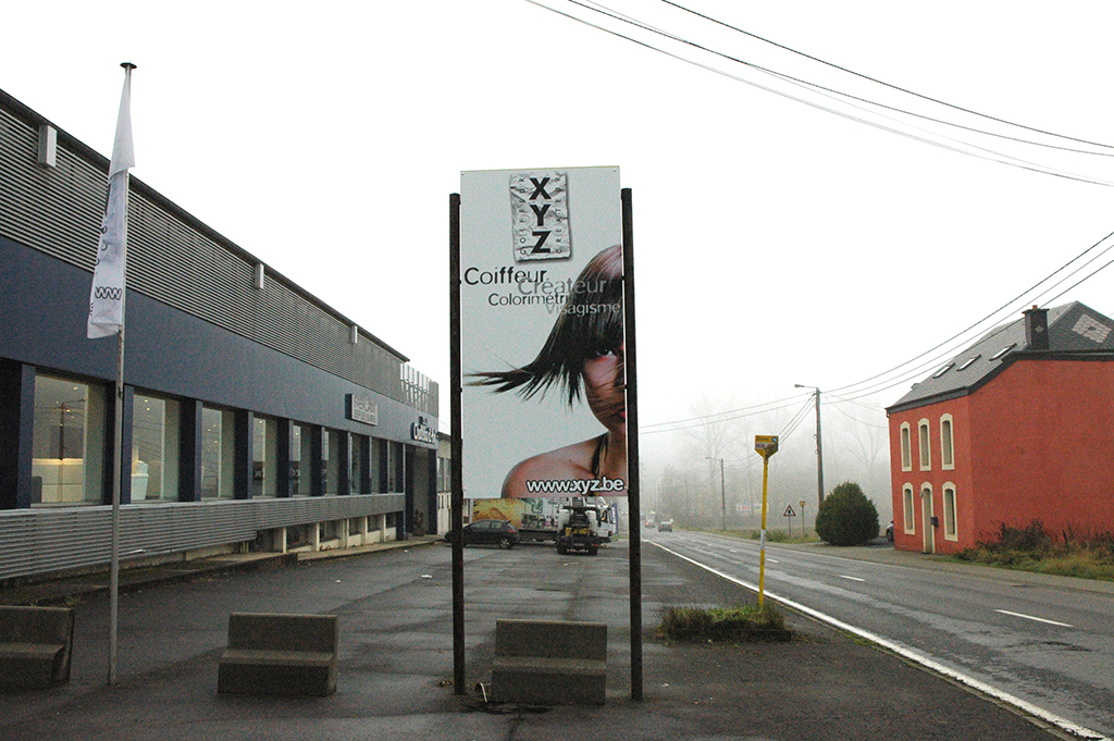 Panneaux et vitrine pour un salon de coiffure