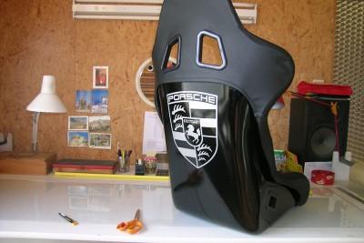 Marquage d'un siege bacquet en carbone pour une Porsche 911